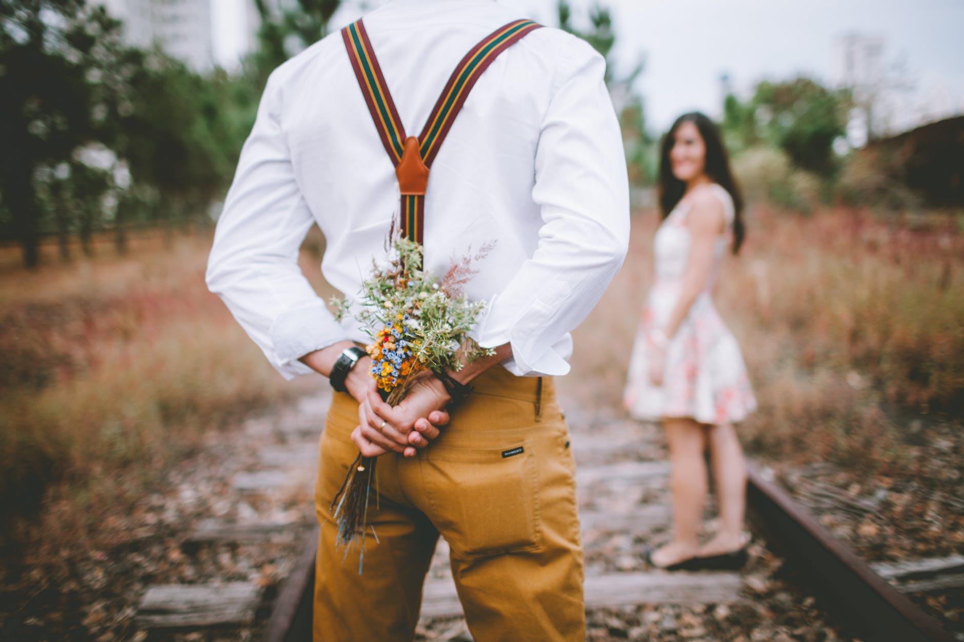 """Passione Sposa dedica a tutte le sue Spose di ieri e di domani la poesia """"La piu bella storia d'amore"""" per salutare insieme lo scrittore Luis Sepulveda."""