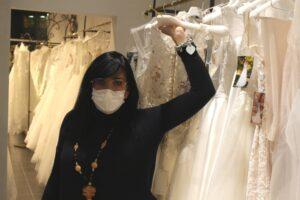 Io sono Angela, titolare e fondatrice di Passione Sposa a Prato.